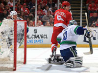 Datsyuk lifts Red Wings past Canucks