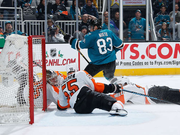 Sharks edge slumping Flyers on Nieto