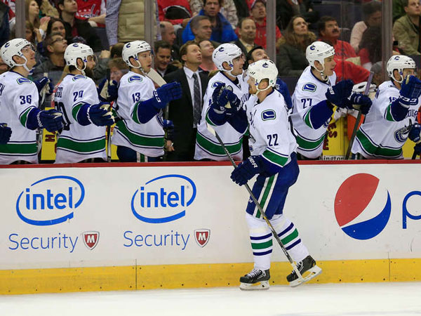 Daniel Sedin powers Canucks past Capitals