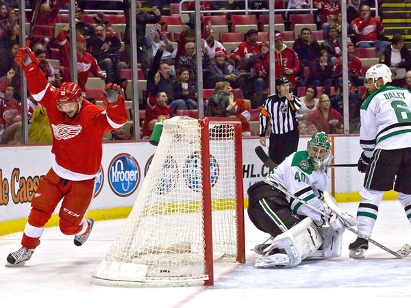 Helm, Weiss help Red Wings top Stars