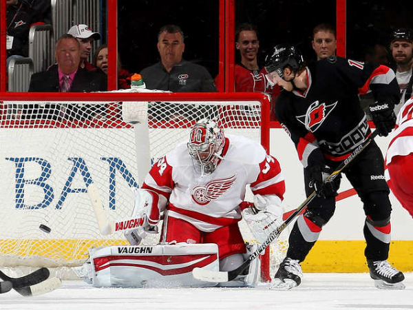 Tatar scores twice as Red Wings defeat Hurricanes