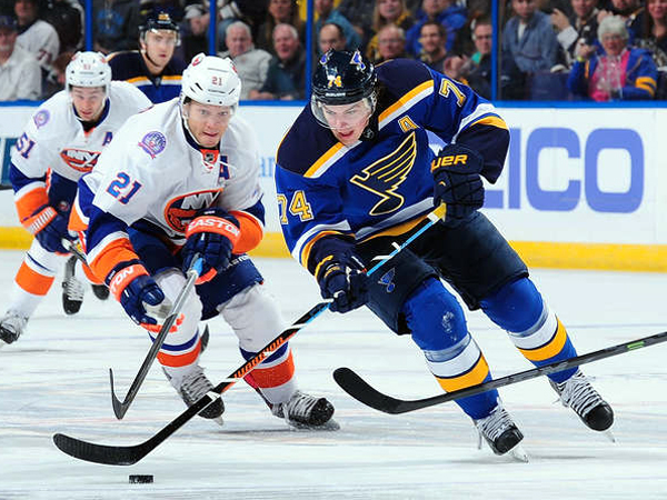 Steen returns, leads Blues to victory over Isles