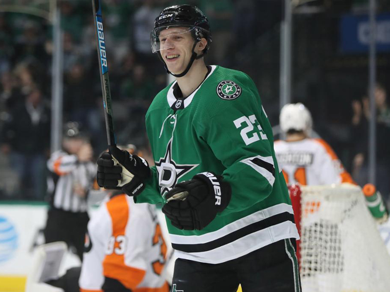 Lindell signs six-year contract with Stars